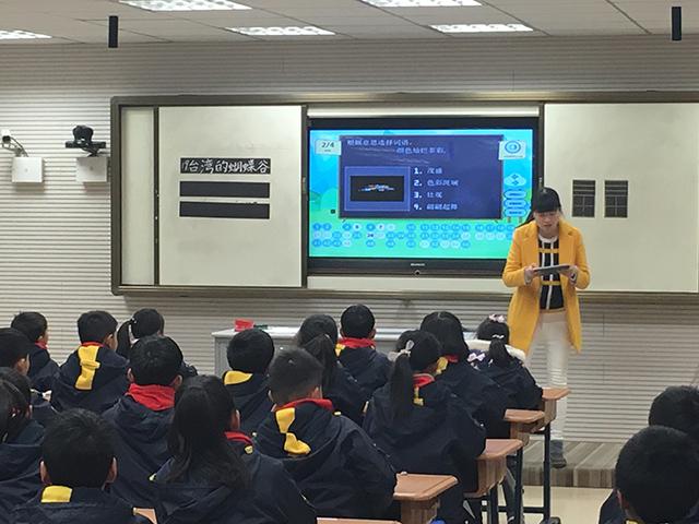 陈霞老师使用焦点智慧教室.jpg