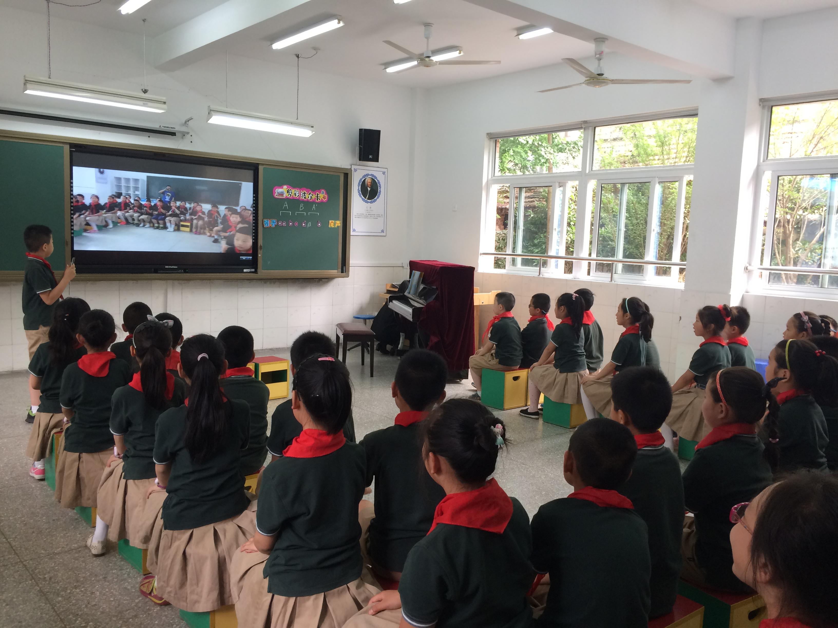 焦点智慧教室—视频投影.JPG