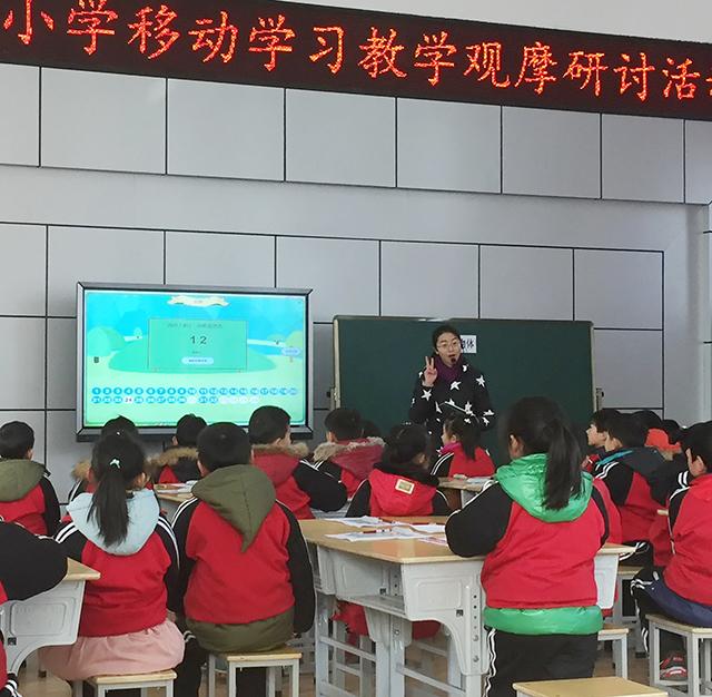 曹茜老师使用焦点智慧教室的投票功能,帮助孩子们牢记知识点.jpg
