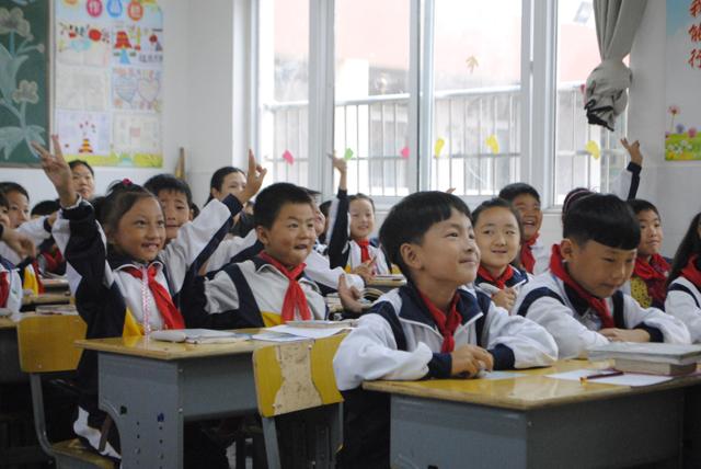 孩子们使用焦点智慧教室上课